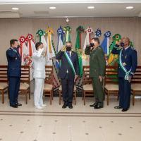 O Tenente-Brigadeiro Botelho, que se despedirá do serviço ativo da Força Aérea Brasileira (FAB), passou o cargo ao General de Exército Laerte de Souza Santos