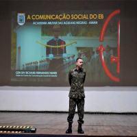 Cadetes da AMAN recebem capacitação em comunicação social