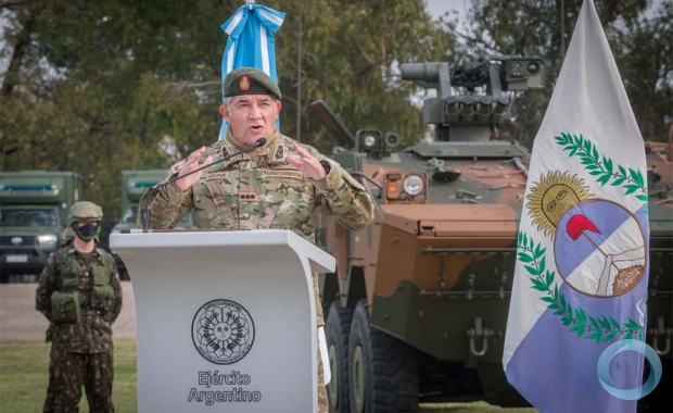 Exército Brasileiro apresenta uma viatura 6×6 Guarani na Argentina para testes operacionais por um período de 30 dias
