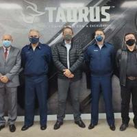 Brig do Ar Mauro Bellintani e comitiva visitam fábrica da Taurus em São Leopoldo, no Rio Grande do Sul