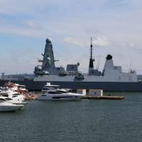 Navio britânico de guerra HMS Defender chega ao porto ucraniano de Odessa