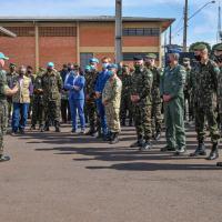 Ao acompanhar a comitiva da ONU, o Ministro da Defesa parabenizou os militares que compõem a tropa inspecionada.
