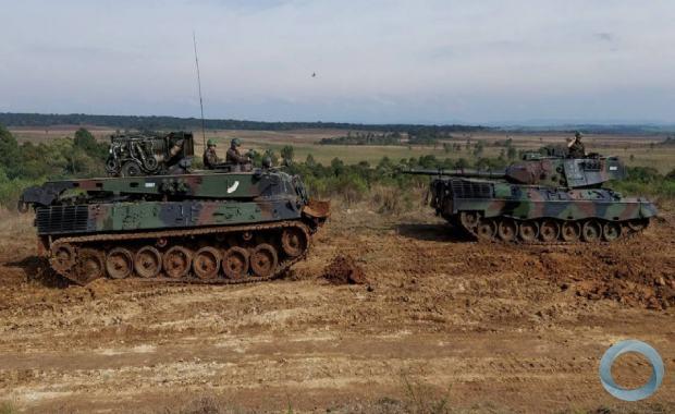 Operação de manutenção de uma viatura blindada de combate carro de combate (VBC CC) Leopard 1A5 BR - Crédito: S Ten Albuquerque