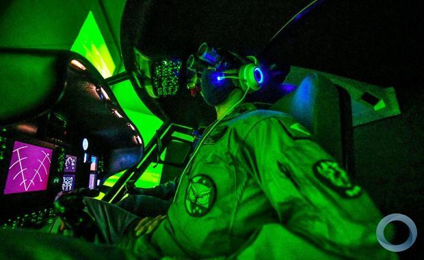 No Comando de Aviação em Taubaté, FAB, Marinha e Exército treinam procedimentos para voo em formação com OVN/NVG com helicópteros H-XBR - Foto Lucas Lacaz Ruiz- Especial para DefesaNet