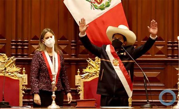 Como Chávez em 1999, Pedro Castillo assumiu a presidência  prometendo acabar com a Constituinte que lhe permitiu chegar ao poder.