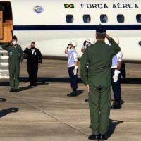 A comitiva, liderada pelo Comandante de Preparo, Tenente-Brigadeiro do Ar Sergio Roberto de Almeida, foi recebida pelo Comandante da Ala 2, Coronel Aviador Gustavo Pestana Garcez