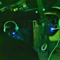 Militares do EsqdHU-2 no simulador com uso de OVN durante Adestramento Conjunto TTP