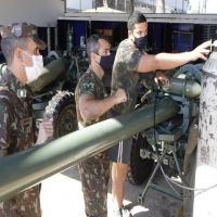 """A atividade consisitu em realizar a manutenção de 2º e 3º escalão nos obuseiros L118 """"Light Gun"""" - Crédito: Sd Lima"""