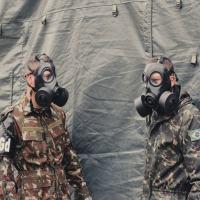Realização de uma prática da correta utilização das máscaras contra gases. - Crédito: Sd Salles