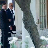 O assessor de Segurança Nacional dos EUA, Jake Sullivan (E), e o presidente Joe Biden em 27 de julho de 2021 na Casa Branca