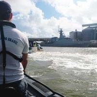 """NPaOc """"Araguari"""" fiscaliza o cumprimento das normas e leis atinentes à segurança do tráfego aquaviário e à salvaguarda da vida humana no mar"""