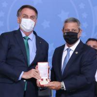A Medalha Oswaldo Cruz foi criada em 1970, com o nome do cientista, médico, sanitarista e um dos fundadores da saúde pública brasileira.