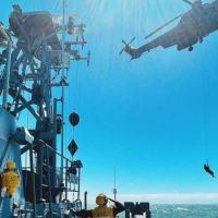"""Operações entre NPa """"Grajaú""""e aeronave H-36 """"Caracal"""" contribuem para proficiência e interoperabilidade entre as Forças Armadas"""