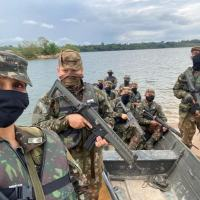 a Sargento Lara, do 1º Grupamento de Artilharia de Campanha de Selva, cuja qualificação militar é de Manutenção de Comunicações, liderou patrulhas terrestres e fluviais no Pará, durante a Operação Samaúma.  - Créditos: Sd Luan Souza / Sd Axel