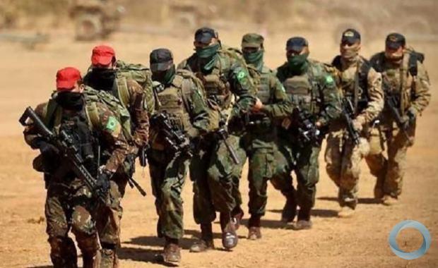 Os militares da Cia Prec Pqdt, participaram de uma infiltração aérea por meio de Salto Livre Operacional