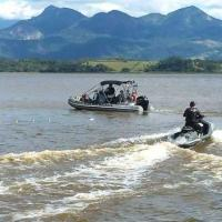 """Militares da Marinha e agentes do INEA-RJ durante a Operação """"Ágata"""""""