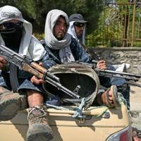 Talibãs patrulham ruas de Cabul (AFP/Aamir QURESHI)