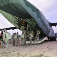 O primeiro lançamento de paraquedistas no KC-390 Millennium aconteceu em dezembro de 2020