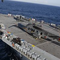 Helicópteros das três Forças Armadas (Marinha, Exército e Força Aérea), realizam manobras no Navio-Aeródromo Multipropósito Atlântico em movimento durante a Operação Poseidon 2021