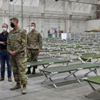 O secretário de Estado americano Antony Blinken visita centro de trânsito de refugiados afegãos na base aérea de Al Udeid em Doha, Catar, em 7 de setembro de 2021 (AFP/Olivier DOULIERY)