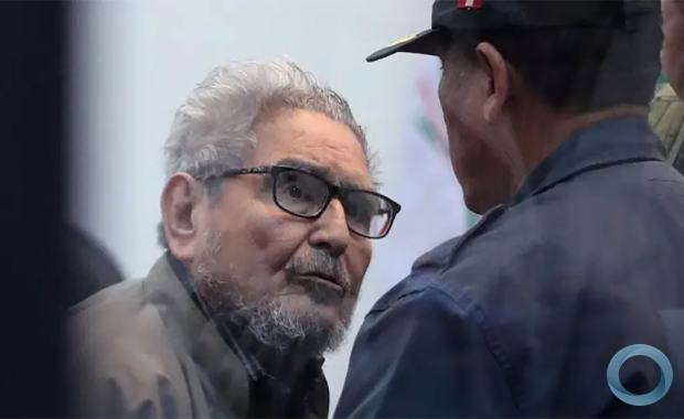 Guzmán morreu na penitenciária em Lima, onde cumpria prisão perpétua desde 1992 Fundador do Sendero Luminoso, Abimael Guzmán, morreu aos 86 anos