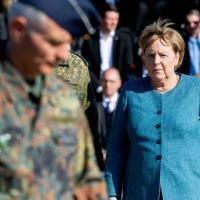 A chanceler alemã, Angela Merkel, durante uma cerimônia militar em Seedorf em 22 de setembro de 2021 (AFP/Hauke-Christian Dittrich)