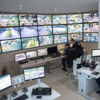 O termo 'cidades inteligentes' é designado aos municípios que adotam soluções inovadoras de segurança para servir melhor os cidadãos