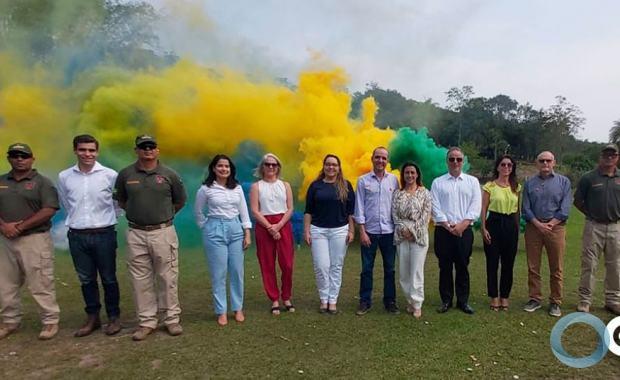 Senadora que quer Liberar Spray de Pimenta para Civis faz Visita a CONDOR