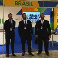 Os engenheiros Flávio Soares Pereira e Maicon Rigatto e o físico Fábio de Camargo representaram a Amazul no evento