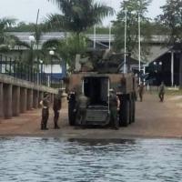 viatura blindada Guarani que naufragou enquanto navegava no Lago de Itaipu. O modelo que naufragou é equipado com a torreta UT-30.