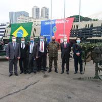 Da esq. Claudio Nascimento (Atech), Gen. Carvalho (Kryptus), Reinaldo (Embraer), Evandro (Tempest), Gen. Amin (Exército Brasileiro), Giacomo Staniscia (Atech) e Fernando Ikedo (Avibras)