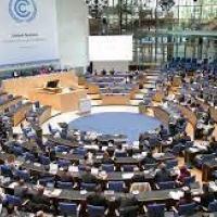 Convenção-Quadro das Nações Unidas para as Mudanças Climáticas (UNFCCC, pelas siglas em inglês) e compromete-se a reduzir as emissões de gases de efeito de estufa em 50% até 2030 e a zero líquido até 2050.