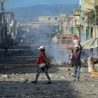 (Arquivo) Uma rua de Porto Príncipe, a capital do Haiti, assolada por confrontos entre gangues rivais, em 20 de dezembro de 2019 (AFP/CHANDAN KHANNA)