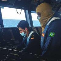 """Militar do ComGptPatNavSE durante adestramento no passadiço do BAM """"Meteoro"""""""