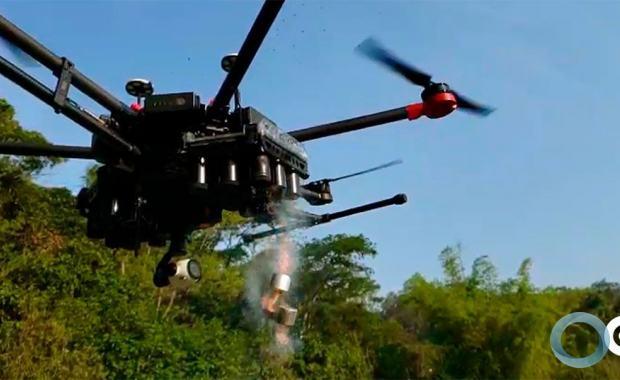 A empresa Condor apresentou o drone CONDOR DROP capaz de lanças em sequencia duas vezes 24 cargas de gás lacrimogênio ou fumigena. Foto Condor