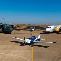 A data é alusiva às primeiras atividades de ensaio em voo na pista de 5 mil metros de extensão e até 95 metros de largura – a maior do hemisfério sul –, projetada para os testes dos protótipos e aeronaves que seriam fabricadas no local.