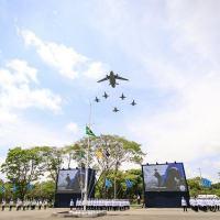 O dia 23 de outubro foi instituído como o Dia do Aviador e o Dia da Força Aérea Brasileira por ser a data em que Alberto Santos-Dumont realizou o primeiro voo com o 14-bis